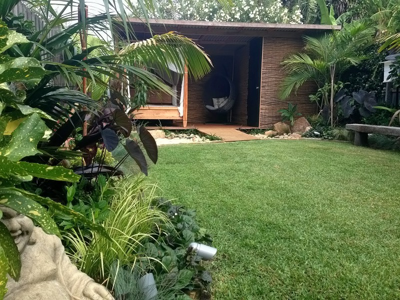 Tropical garden design freshwater northern beaches for Tropical courtyard garden design
