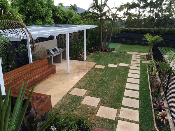 Northern Beaches tropical garden bbq paving